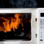 電子レンジの発火事故、原因は?おにぎりを温めたら火が相次ぐ