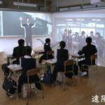 スマホで下を向いている人達にCM「教育ICT」を使用したコミュニケーションを!