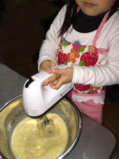 孫のケーキ作り