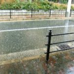 急な雨対策!軽量傘とレインコート?カバンに準備する子供から男女までコレがおすすめ!