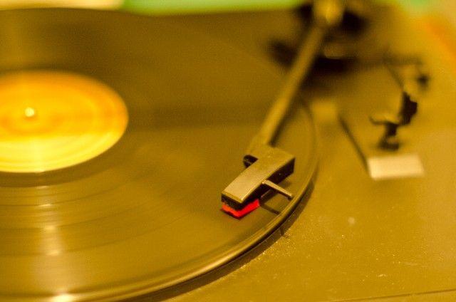 「レコード」が復活!デジタルCDからアナログに時代が逆向?カセットまで売れている!