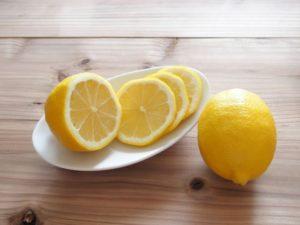 レモンを100%使い切る!温活をしながらアンチエイジングやダイエットにも効果がある経済的な健康法!