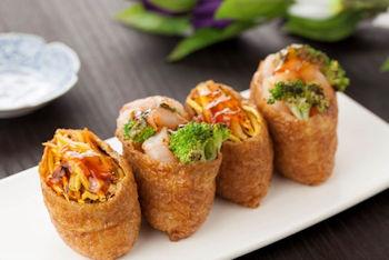 お稲荷さんの「いなり寿司」を食べましょう!